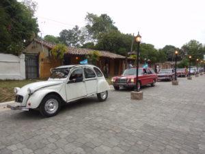 Autos Clásicos llegando a Santa Ana de los Guácaras
