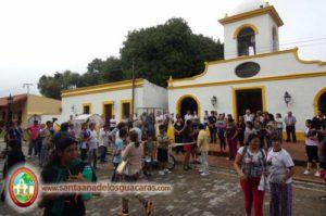 Vecinos se concentraron frente a la Parroquia a despedir a los peregrinos