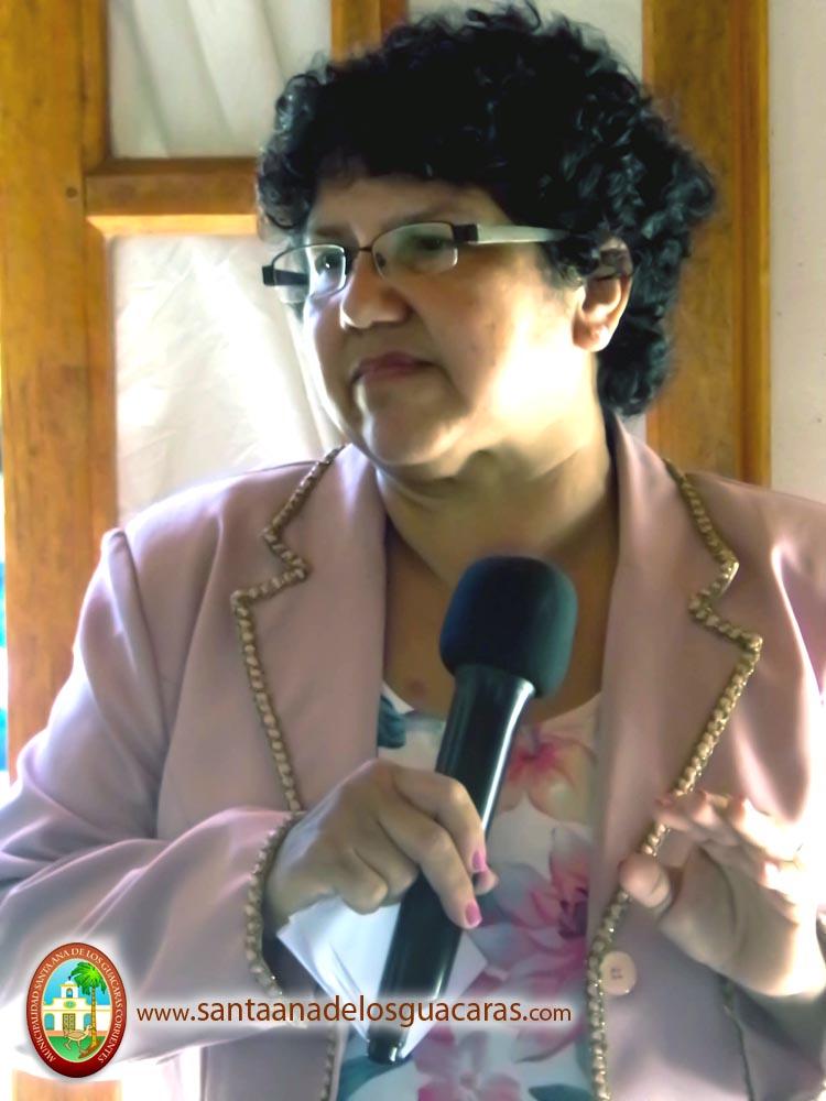 "Sra. Ester Maldonado presentando Capacitación ""Secretariado Administrativo"""