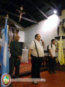 Bendición de peregrinos a cargo del sacerdote patricio Puigbó