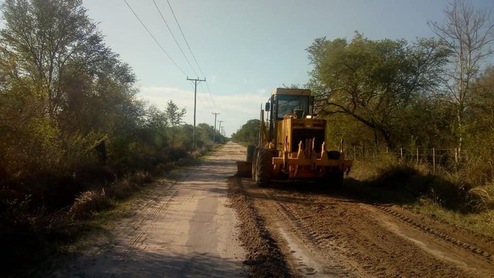 maquina niveladora trabajando en ruta provincial 43 bis